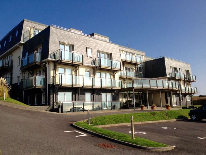 2 Bedrooms Apartment Flat for sale in Main Road, OGMORE BY SEA, Glamorgan, CF32