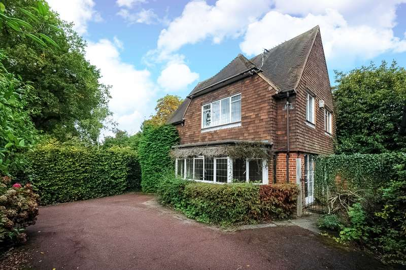 3 Bedrooms Detached House for sale in Green Lane, Northwood