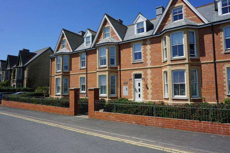 2 Bedrooms Apartment Flat for sale in Summerleaze Crescent, Bude