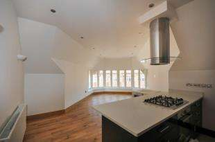 2 Bedrooms Flat for sale in SWAN APARTMENTS, Brighton Road, South Croydon