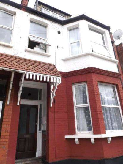 3 Bedrooms Flat for sale in Mount Road, London
