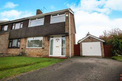 3 Bedrooms Semi Detached House for sale in Handcross Road, Luton, Bedfordshire, Stopsley