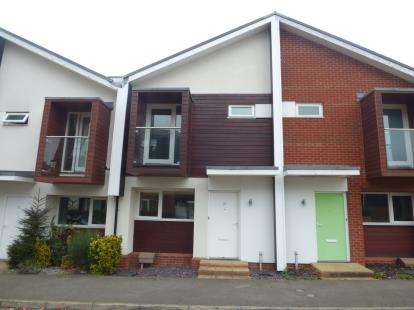 2 Bedrooms Semi Detached House for sale in Addenbrookes, Newport Pagnell, Milton Keynes, Bucks
