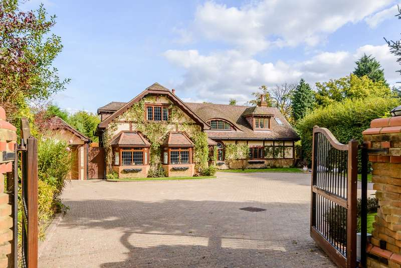 6 Bedrooms Detached House for sale in Lyne