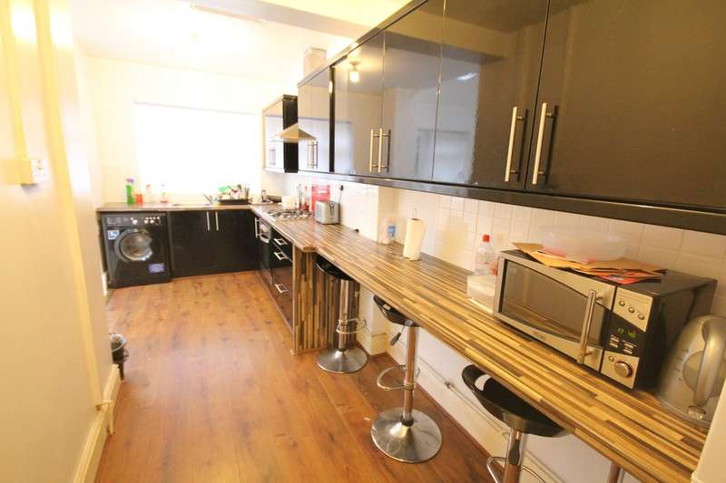 4 Bedrooms Semi Detached House for rent in Woodleigh Avenue, Harborne, B17