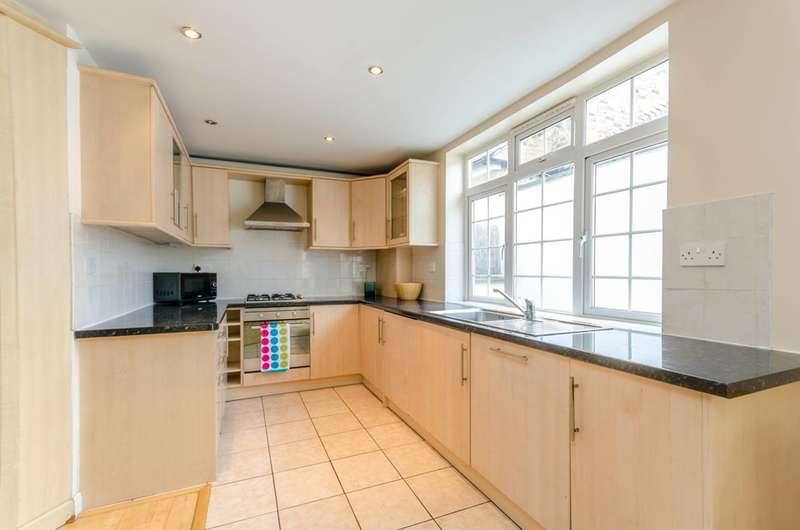 2 Bedrooms Flat for sale in Putney Bridge Road, Wandsworth, SW18