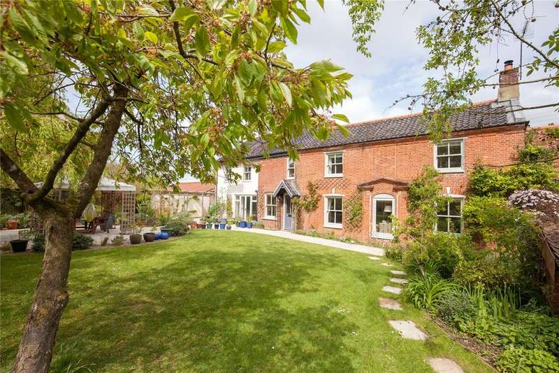 5 Bedrooms Detached House for sale in Thynnes Lane, Mattishall, Norfolk, NR20