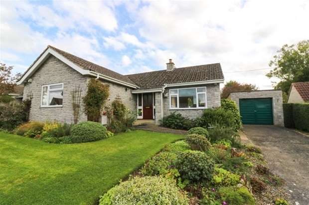 3 Bedrooms Detached Bungalow for sale in Broadclose Way, Barton St. David, Somerton