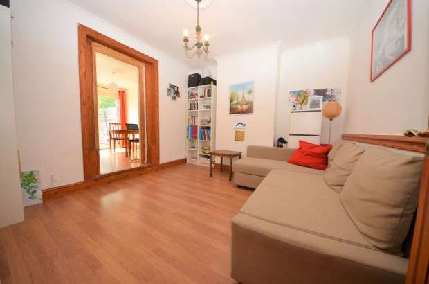 3 Bedrooms Terraced House for sale in Wandsworth Road, Clapham Common, SW8