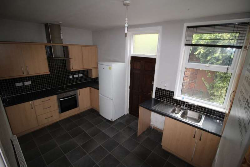 3 Bedrooms Terraced House for sale in Wakefield Road, Ossett, WF5