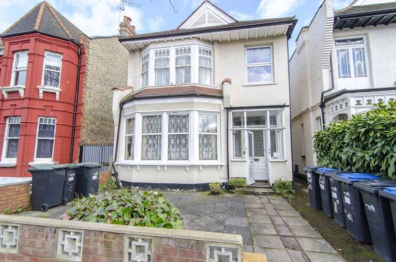 2 Bedrooms Flat for sale in Grovelands Road, Palmers Green, London. N13