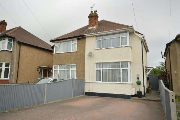 2 Bedrooms Semi Detached House for sale in Cedarcroft Road, Chessington