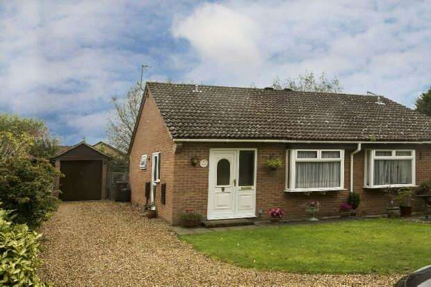 2 Bedrooms Semi Detached Bungalow for sale in Gipsy Lane, Earley, Reading
