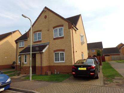 4 Bedrooms Semi Detached House for sale in Barkers Lane, Bedford, Bedfordshire