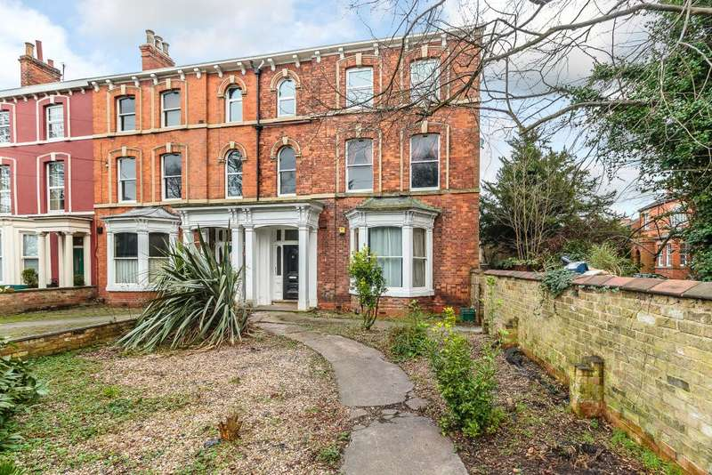 2 Bedrooms Flat for sale in Bargate, Grimsby, Lincolnshire, DN34 4SS