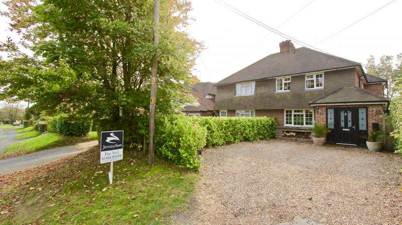 4 Bedrooms Semi Detached House for sale in Chartridge Lane, Chesham HP5