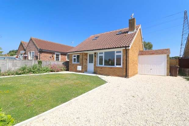 4 Bedrooms Bungalow for sale in Dover Road, Polegate, BN26