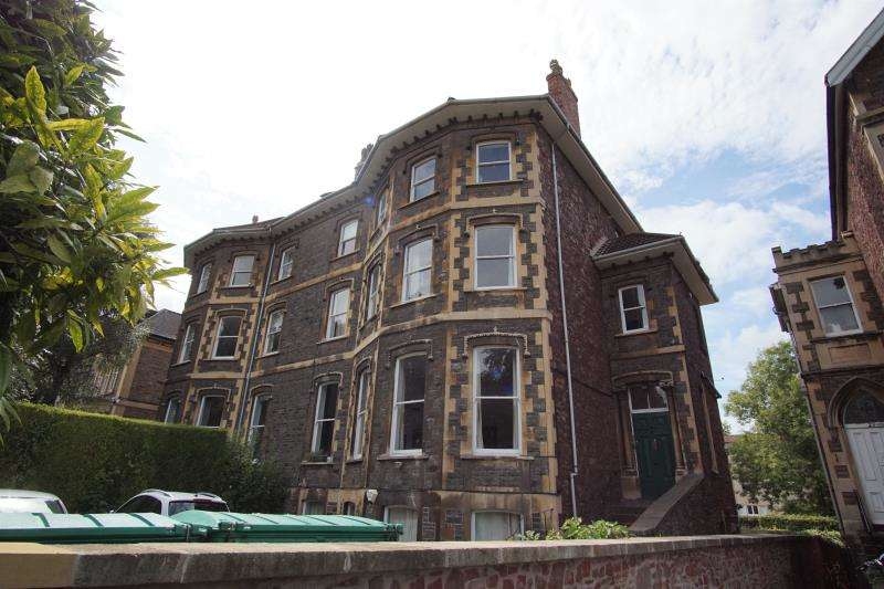 2 Bedrooms Apartment Flat for rent in Elmdale Road, Clifton, Bristol, BS8 1SH