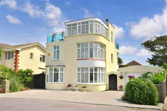 4 Bedrooms Detached House for sale in Chalet Road, Ferring, West Sussex, BN12 5PB