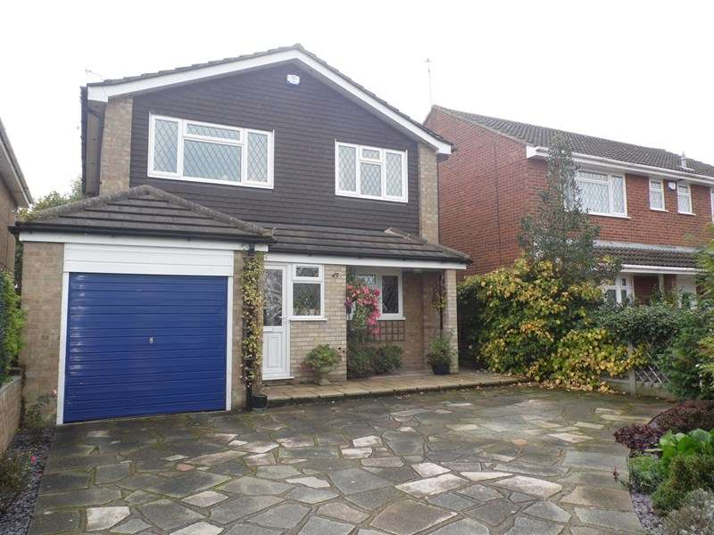 4 Bedrooms Detached House for sale in Grasmere Avenue, Hullbridge
