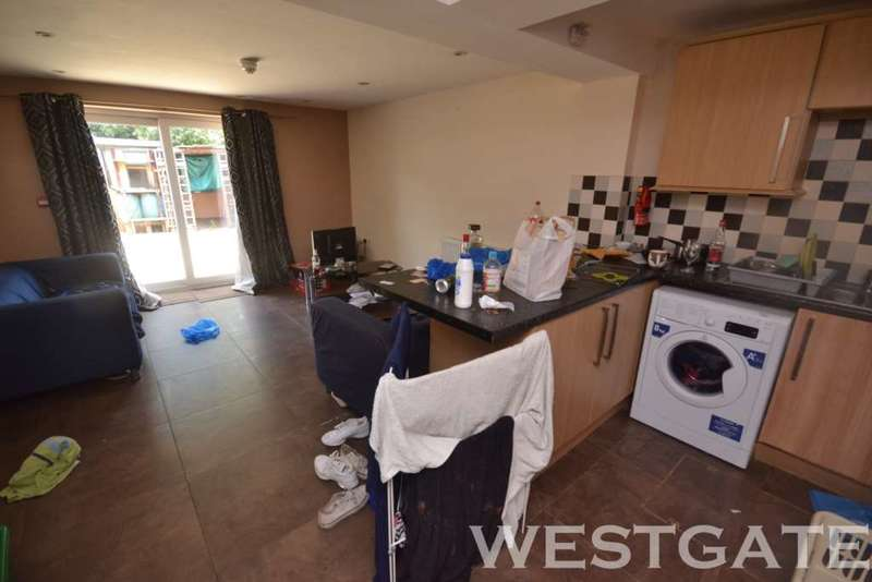6 Bedrooms Terraced House for rent in Blenheim Road, Reading