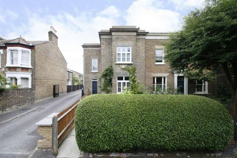 3 Bedrooms End Of Terrace House for sale in Consort Road, Peckham, SE15