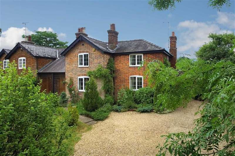 4 Bedrooms Semi Detached House for sale in West Street, Lilley, Hertfordshire, LU2
