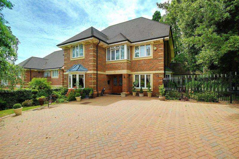 5 Bedrooms Detached House for sale in ,