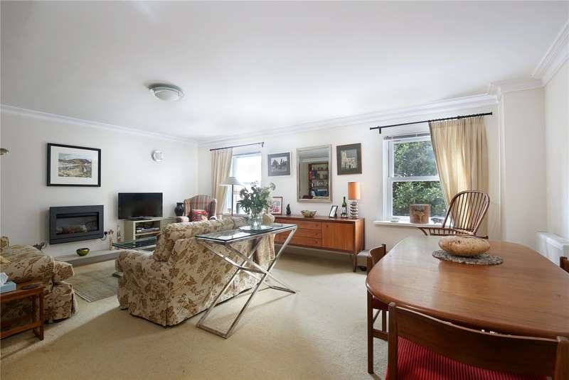 3 Bedrooms Flat for sale in The Croft, Carpenters Lane, Cirencester, GL7