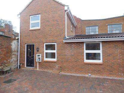 2 Bedrooms Semi Detached House for sale in Oakley Street, Northampton, Northamptonshire, Northants
