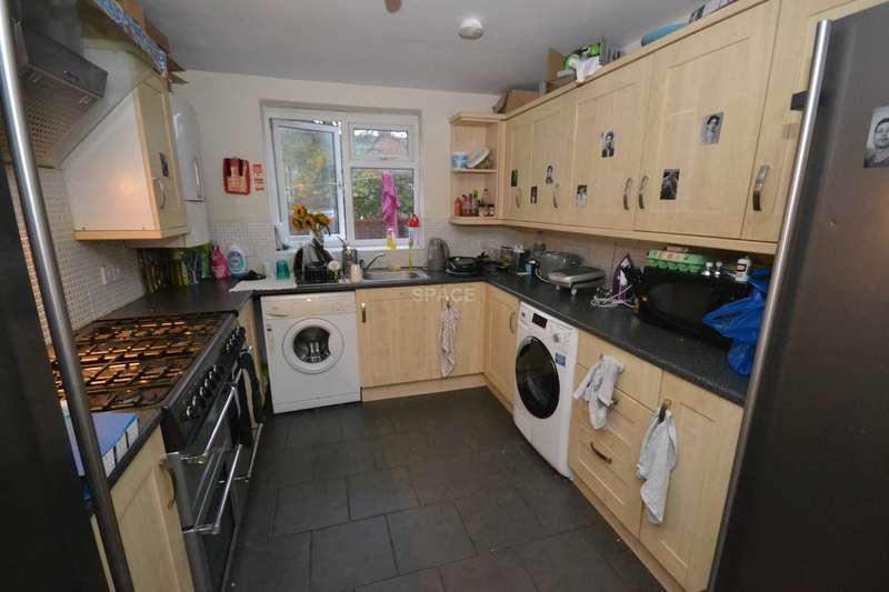 7 Bedrooms Terraced House for rent in Norris Road, Reading, Berkshire, RG6 1NJ