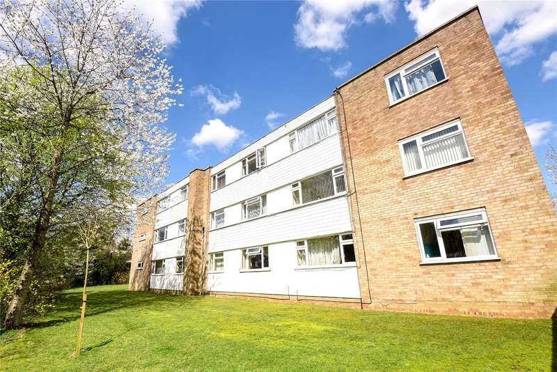 2 Bedrooms Apartment Flat for sale in Lonsdale Close, Pinner, Middlesex, HA5