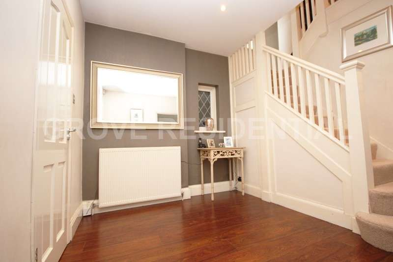 4 Bedrooms Detached House for sale in Hazel Gardens, Edgware, Middlesex. HA8 8PD