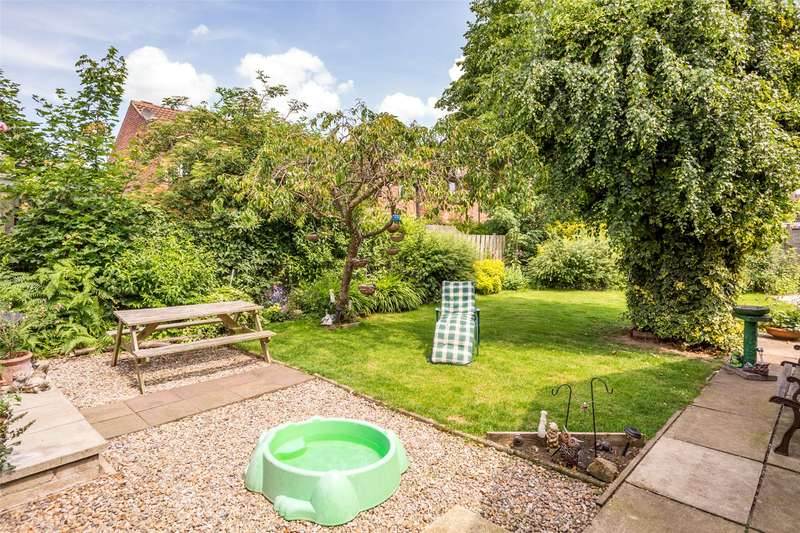 3 Bedrooms Detached Bungalow for sale in Bellhouse Way, York, YO24