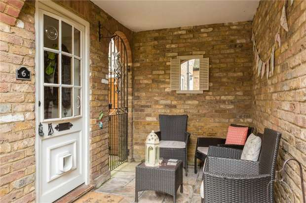 2 Bedrooms House for sale in 6 Old Bakery Court, High Street, IVER, Buckinghamshire