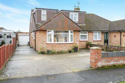 4 Bedrooms Bungalow for sale in Waterlooville, Hampshire, .