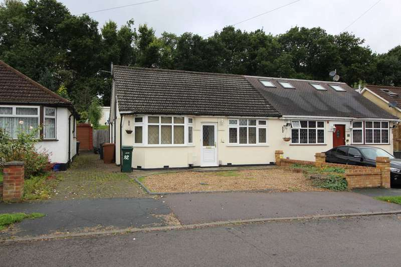 4 Bedrooms Semi Detached Bungalow for rent in St Georges Drive, Carpenders Park