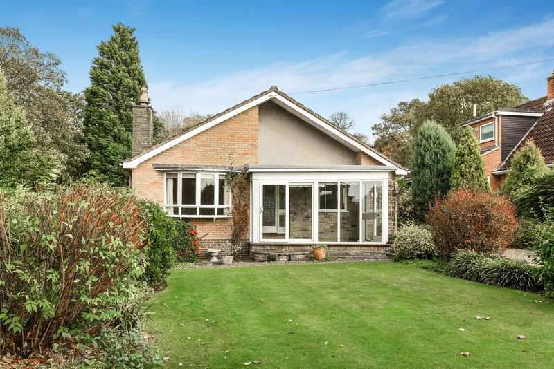 2 Bedrooms Detached Bungalow for sale in Easingwold Road, Crayke, York, YO61 4TZ