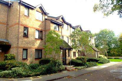 1 Bedroom Flat for sale in Isabella Close, Old Farm Avenue, Southgate, London