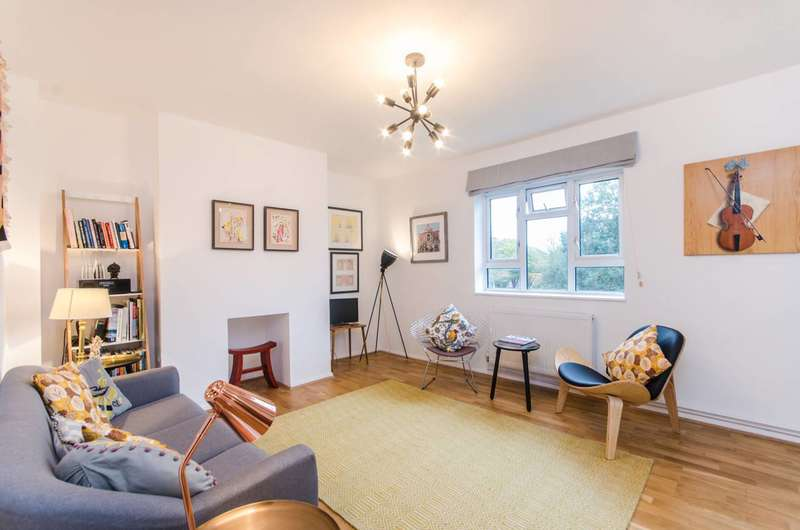 2 Bedrooms Flat for sale in Edensor Gardens, Chiswick, W4