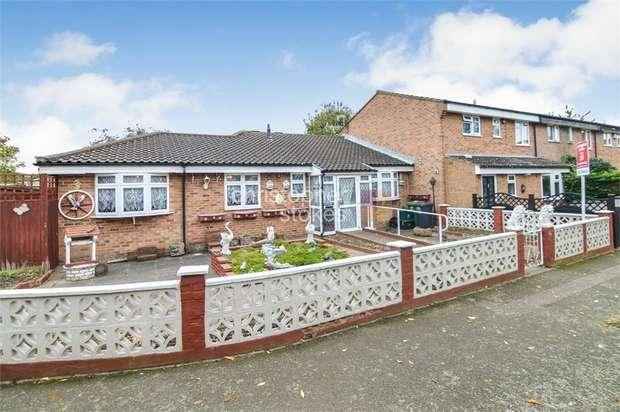 2 Bedrooms Semi Detached Bungalow for sale in Elderbek Close, Cheshunt, Hertfordshire