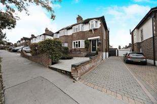 3 Bedrooms Semi Detached House for sale in Lorne Gardens, Shirley, Croydon, Surrey