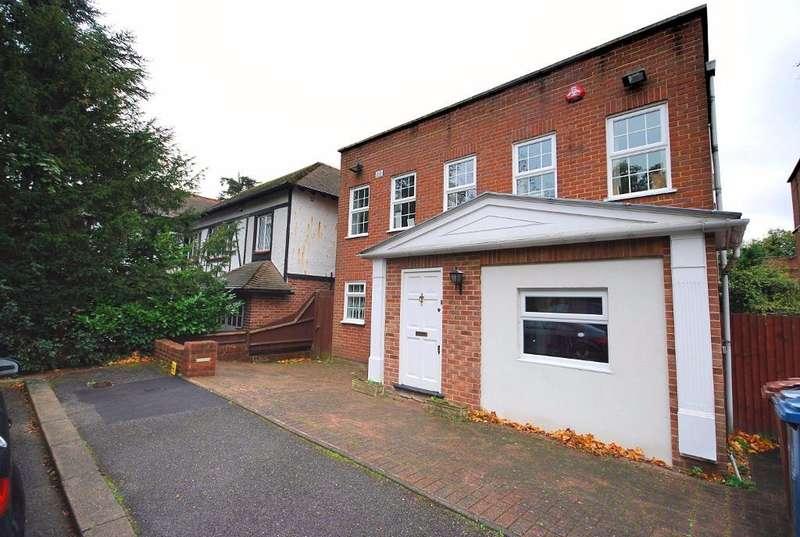 4 Bedrooms Detached House for sale in UXBRIDGE ROAD, HARROW, MIDDLESEX, HA3 6DG