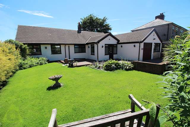 3 Bedrooms Bungalow for sale in Bolton Road, Westhoughton BL5