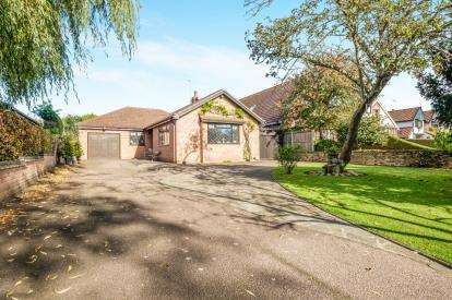 3 Bedrooms Bungalow for sale in Oulton Broad, Lowestoft, Suffolk