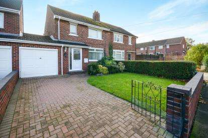 2 Bedrooms Semi Detached House for sale in Roughton Court, Lincoln, Lincolnshire, .