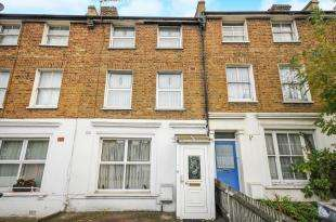 3 Bedrooms Terraced House for sale in Catford Hill, London