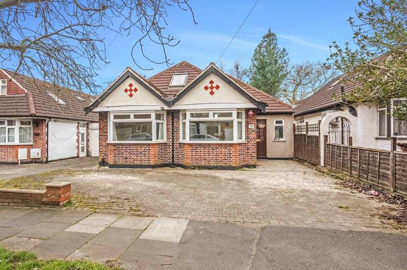 5 Bedrooms Detached House for sale in Sylvia Avenue, Pinner