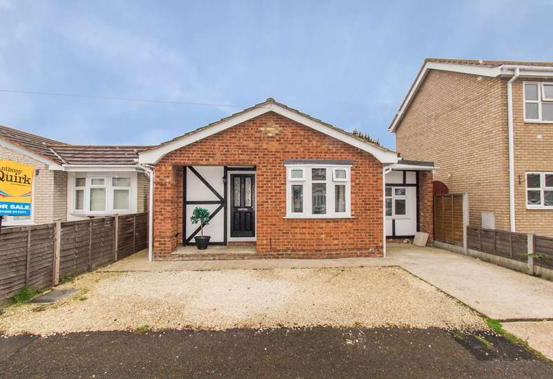 3 Bedrooms Detached Bungalow for sale in Shell Beach Road, Canvey Island, SS8
