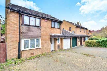 4 Bedrooms Detached House for sale in The Boundary, Oldbrook, Milton Keynes